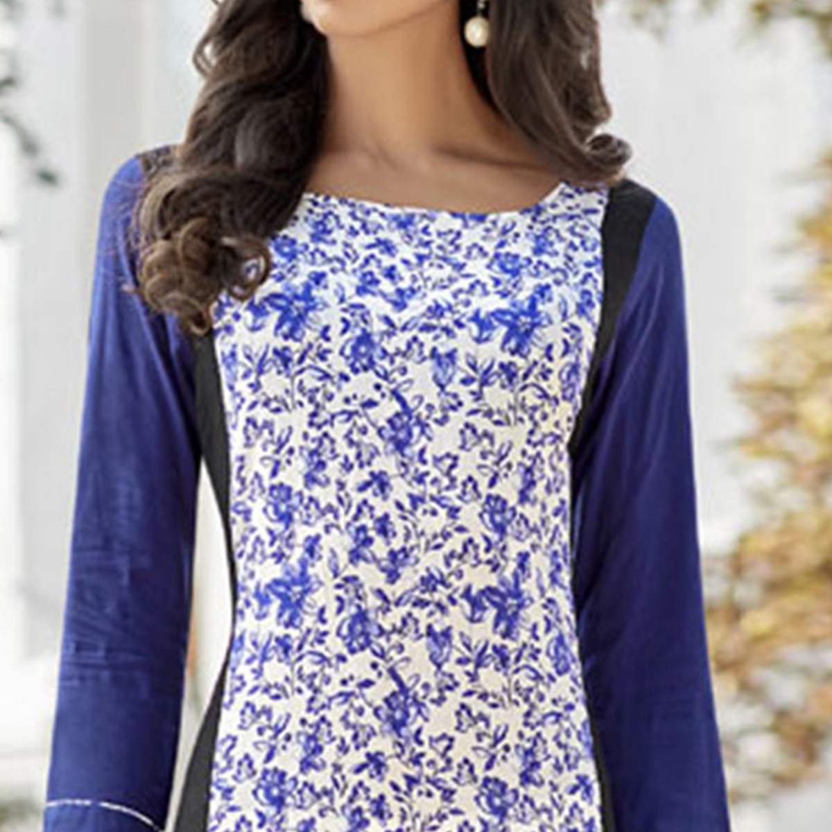 Dazzling Blue-White Colored Casual Printed Cotton Kurti