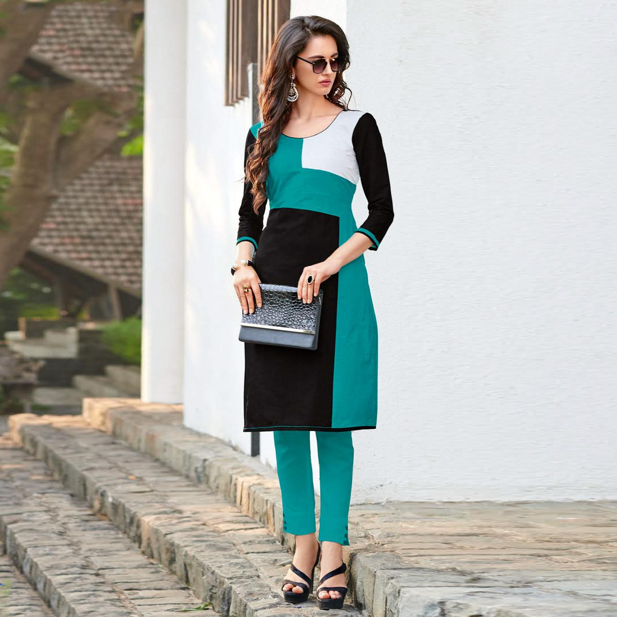 Dazzling Turquoise Green-Black Colored Casual Printed Jetpur Cotton Kurti