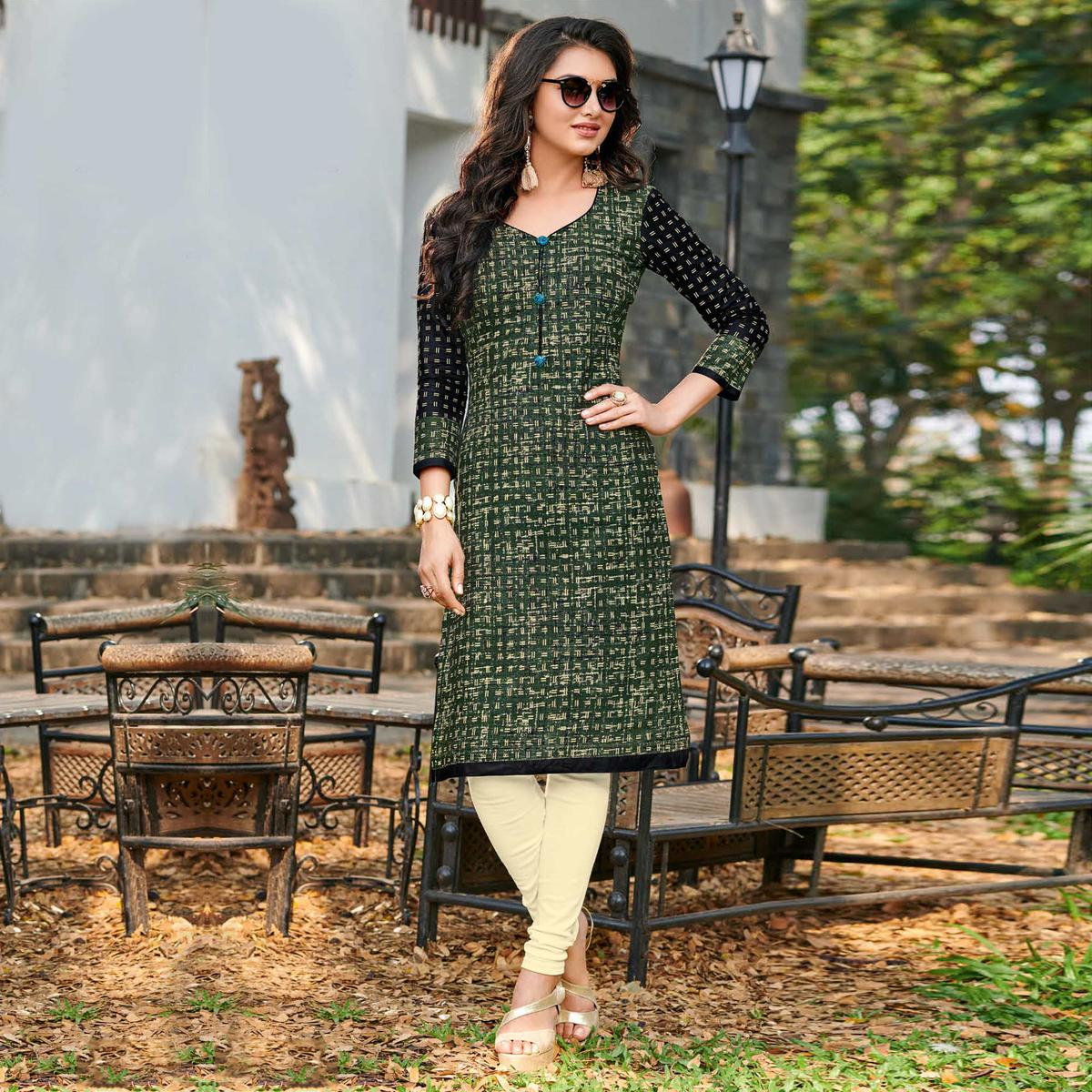 Flaunt Dark Green-Black Colored Casual Printed Jetpur Cotton Kurti