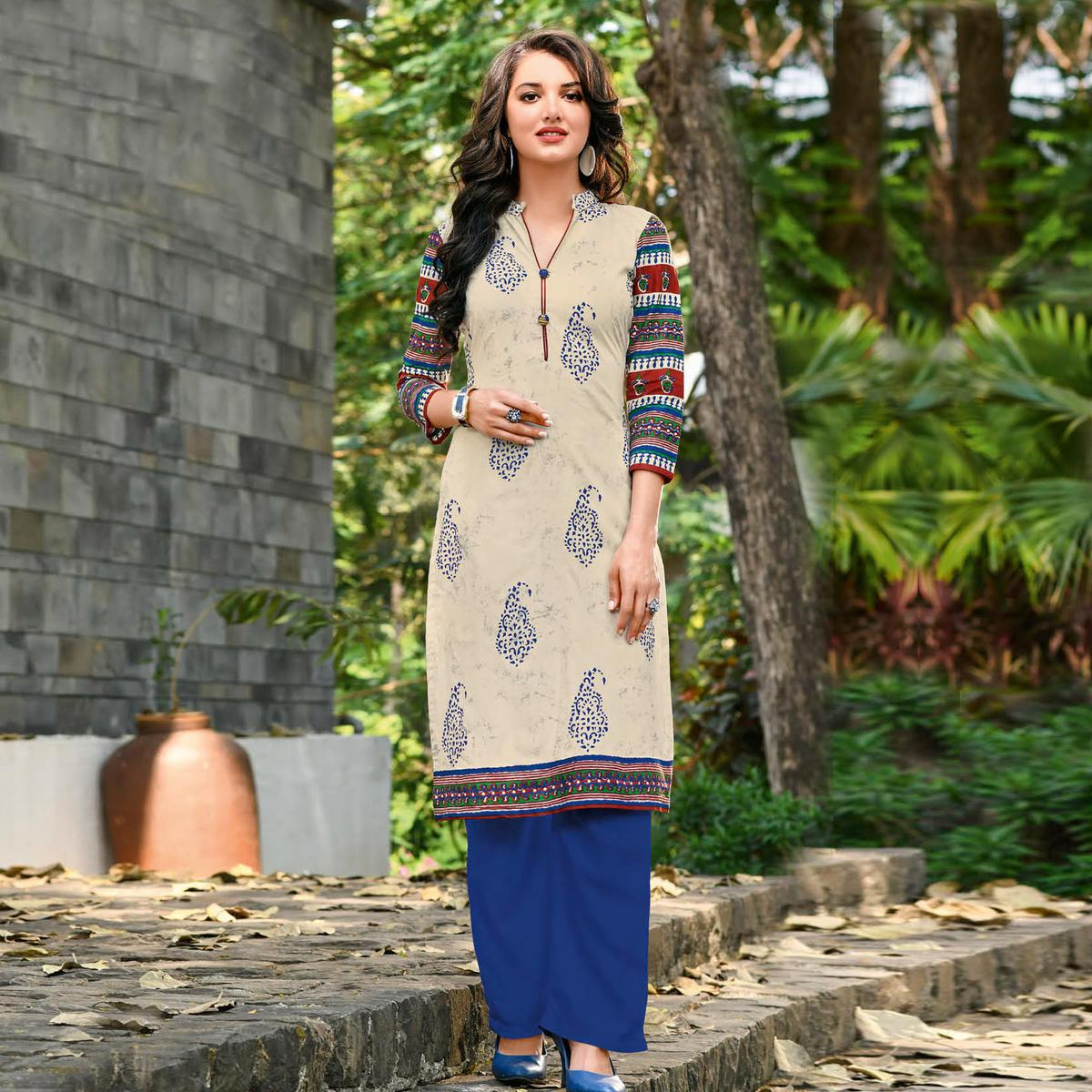 Catchy Off White Colored Casual Printed Jetpur Cotton Kurti