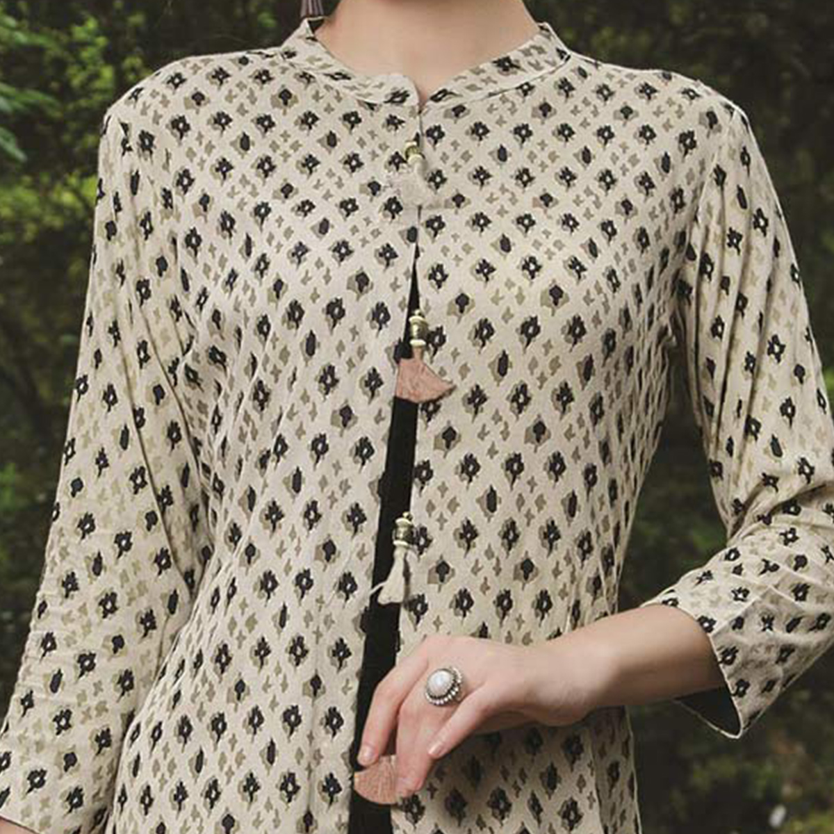Appealing Off White-Black Colored Fancy Printed Cotton Kurti