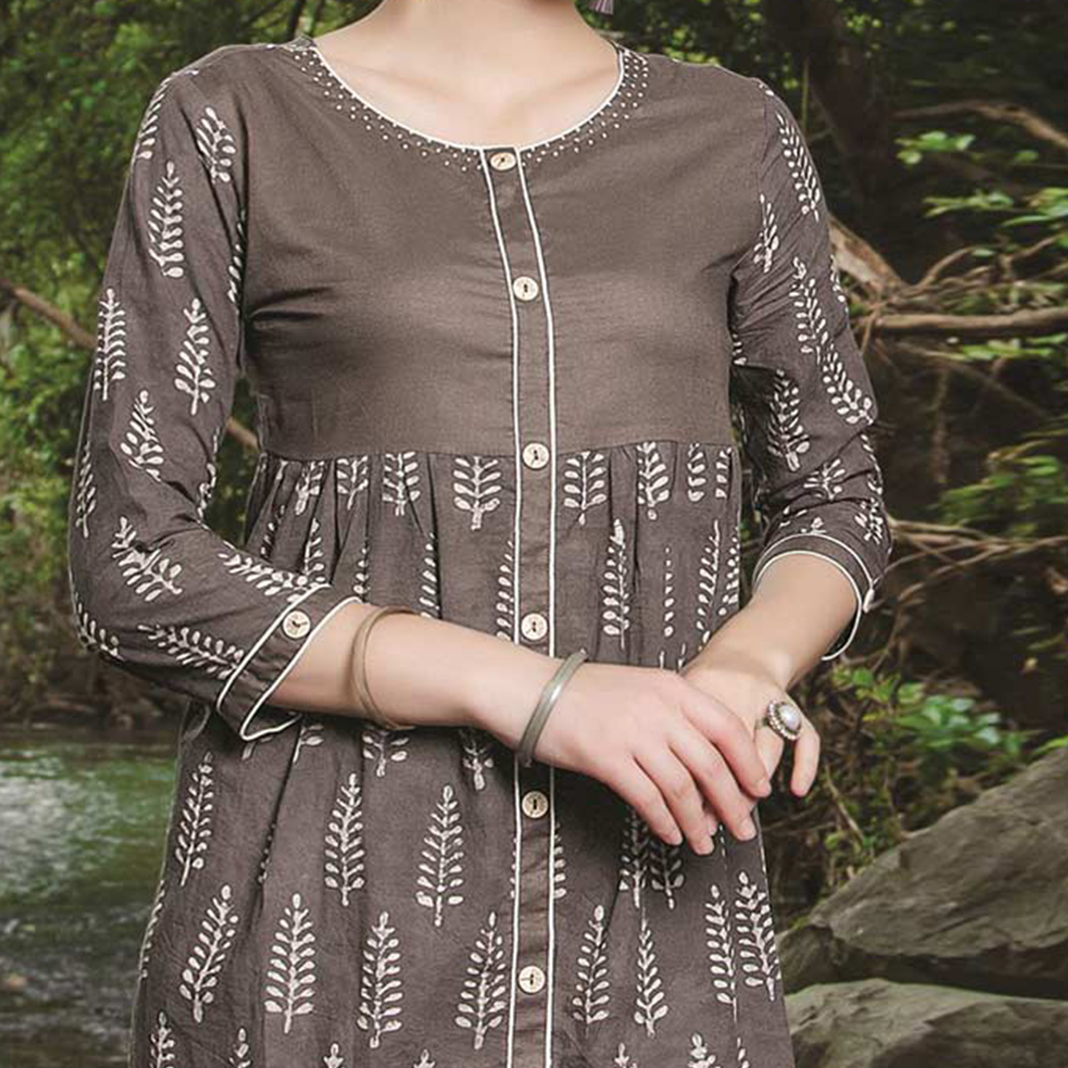 Fashionable Grey Colored Casual Printed Cotton Kurti