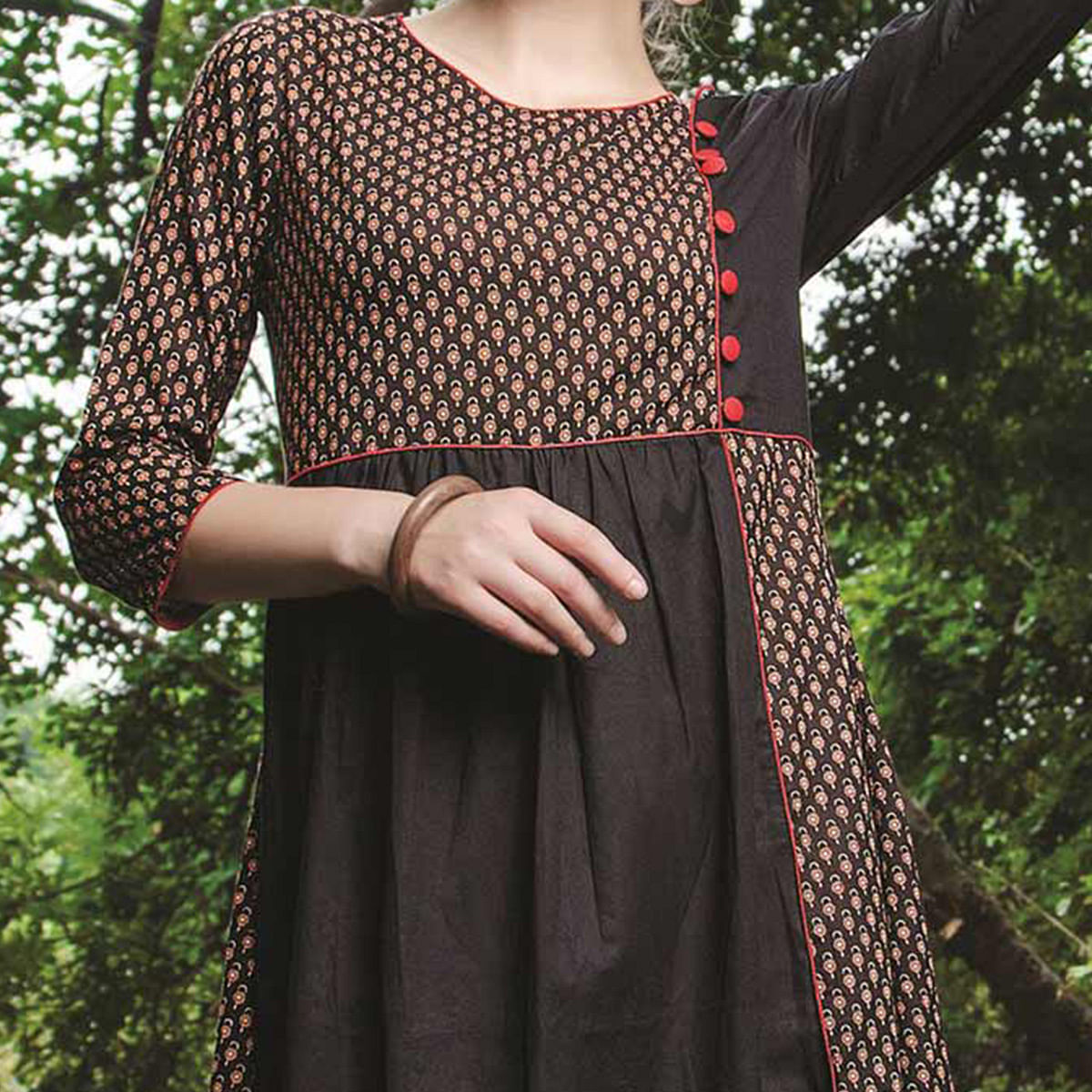 Gratifying Black Colored Casual Printed Cotton Kurti