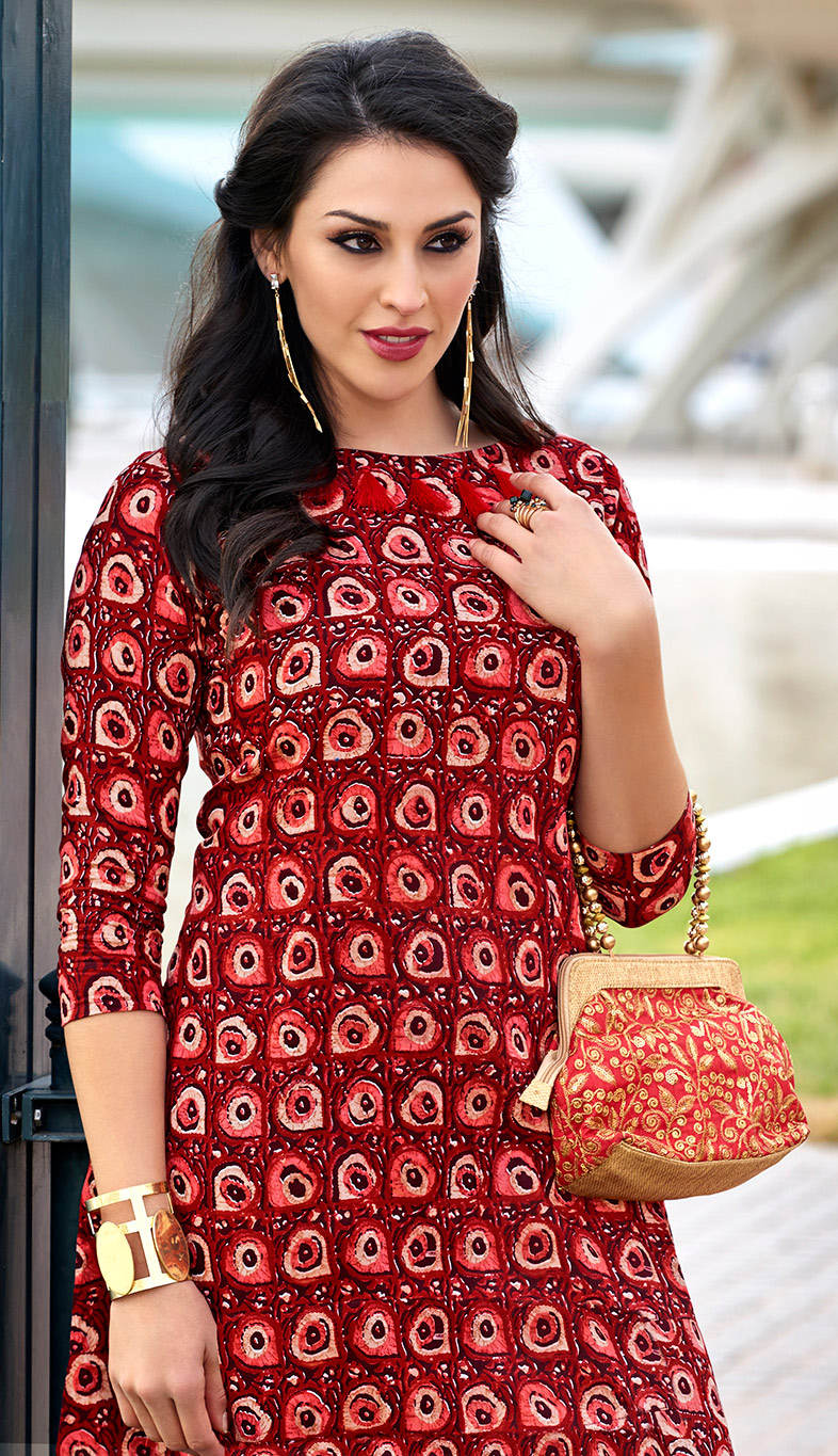 Dazzling Maroon Colored Casual Wear Printed Cotton Kurti