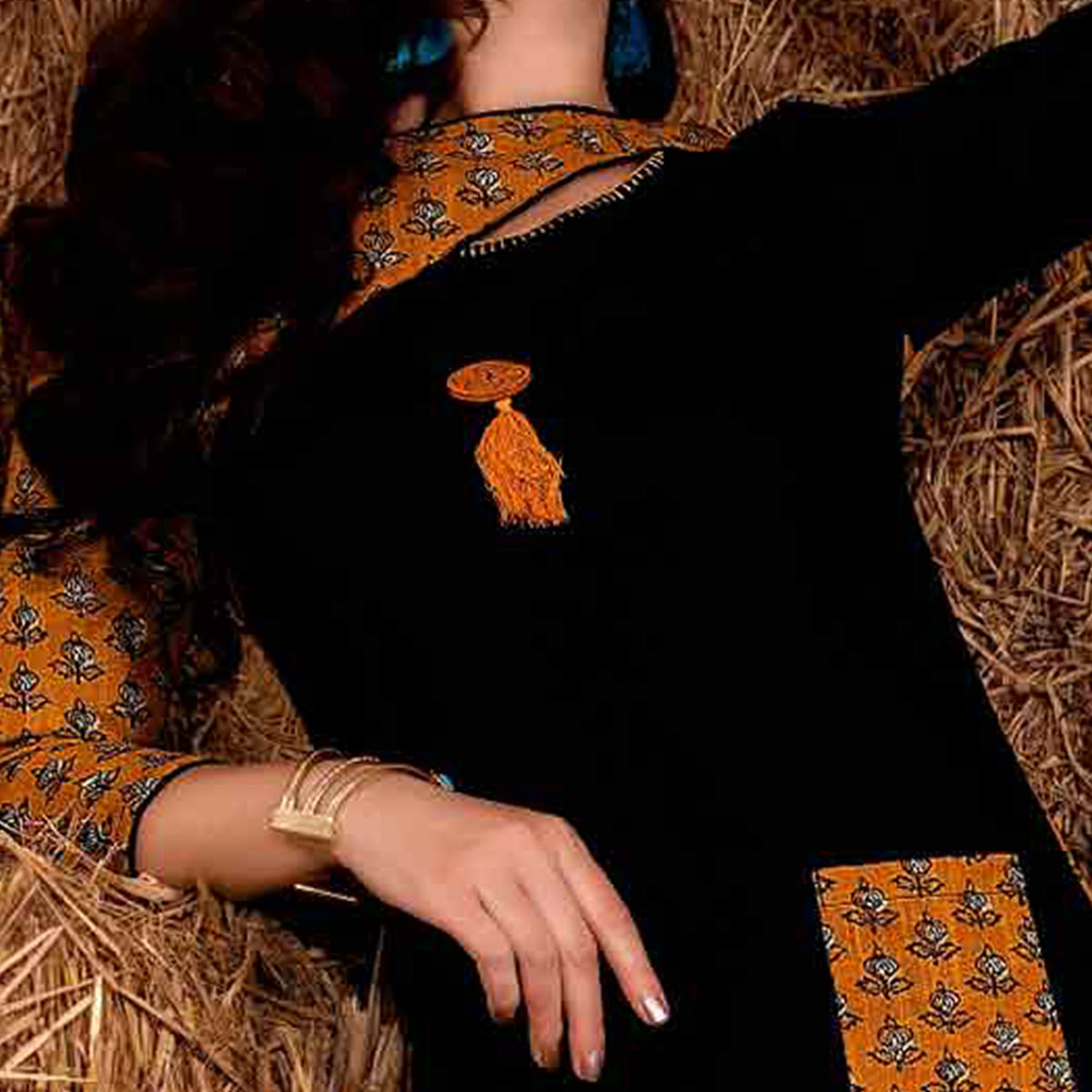 Bold Black Colored Casual Printed Rayon Cotton Kurti