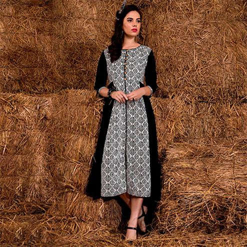 Deserving Black-White Colored Casual Printed Rayon Cotton Kurti