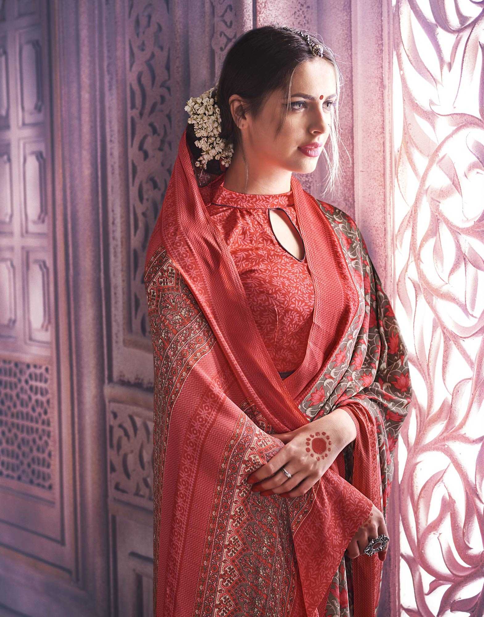 Elegant Grey-Red Colored Casual Printed Crape Saree