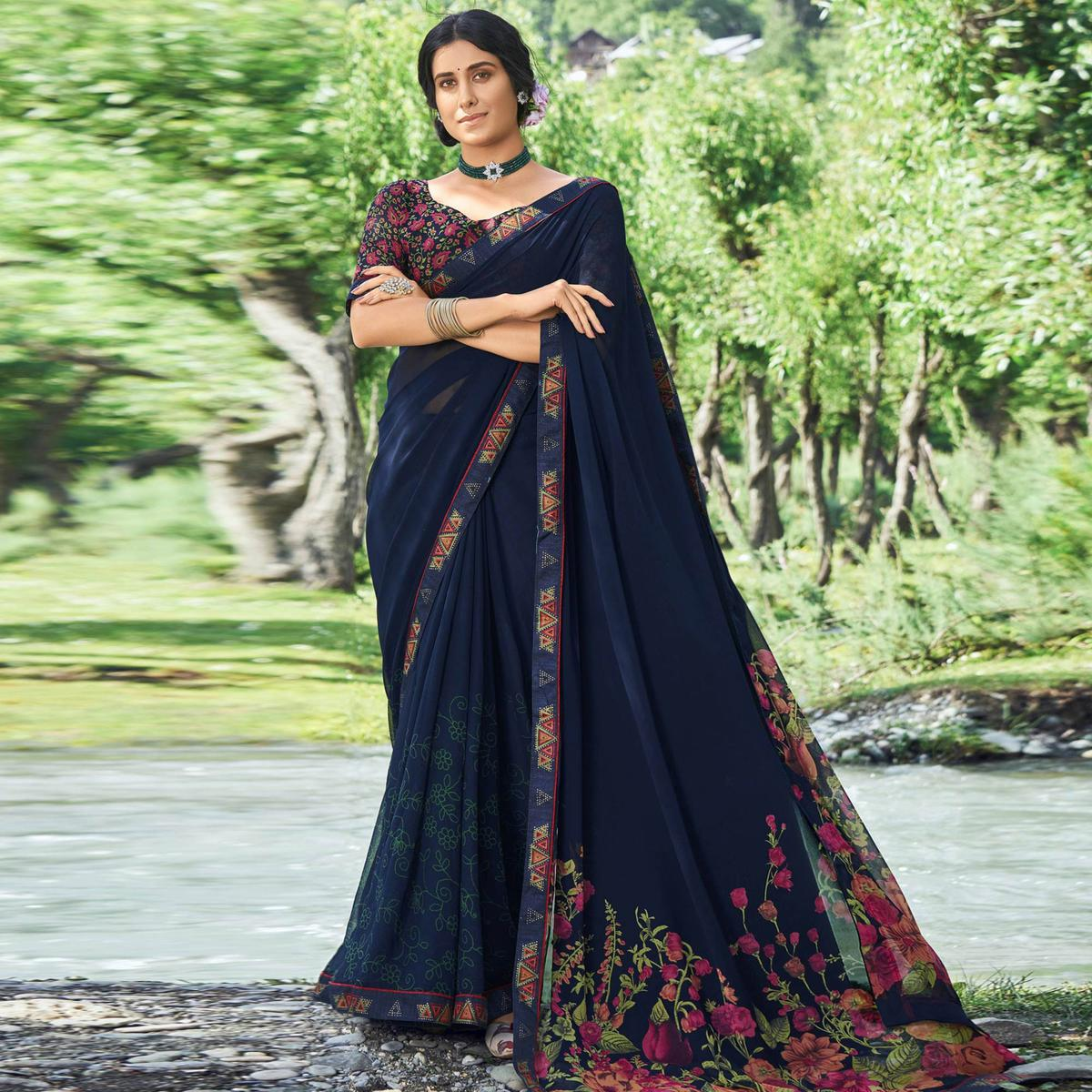 Triveni - Navy Blue Georgette Casual Wear Floral Printed Saree With Blouse Piece