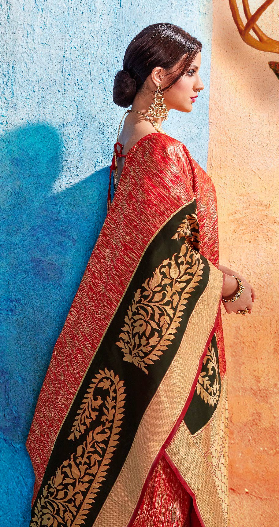 Glorious Red Colored Festive Wear Handloom Silk Saree