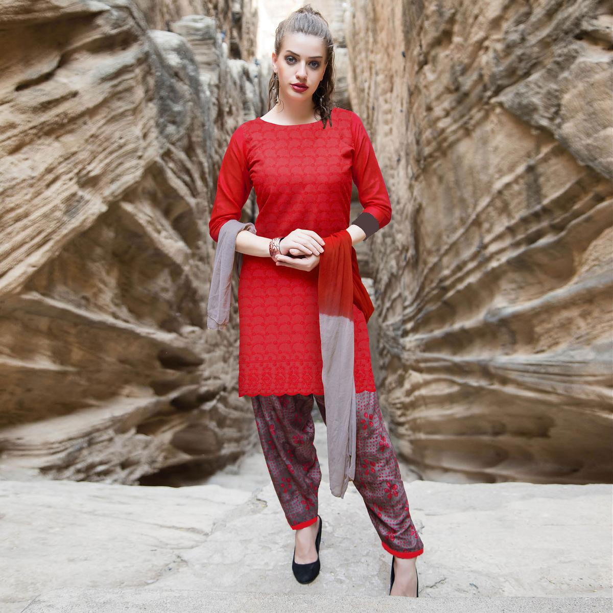Demanding Red Colored Casual Printed Cotton Salwar Suit