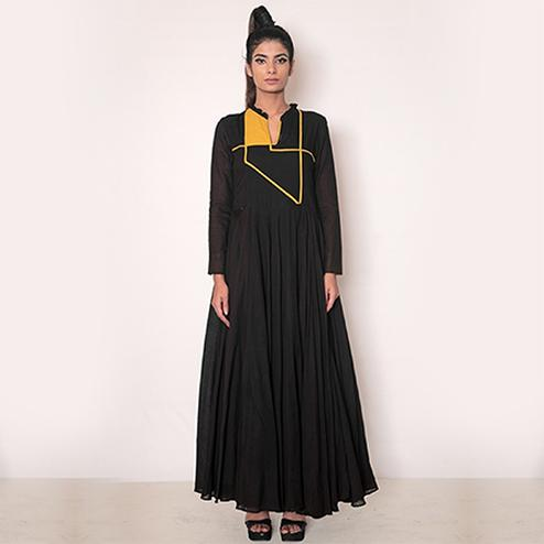 Ravishing Black Colored Partywear Fancy Rayon Kurti