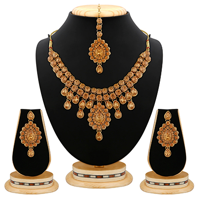 Gold Finishing Attractive Design Kundan And Stone Necklace Set with Maang Tikaa