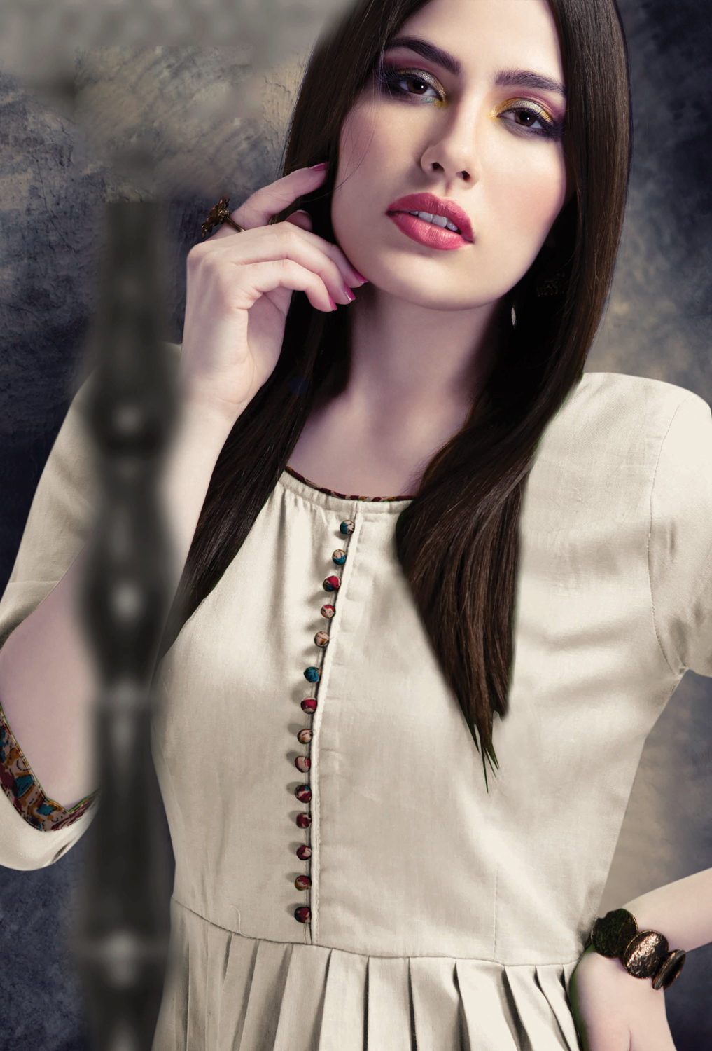 Mesmeric Off-White Colored Casual Wear Cotton Kurti
