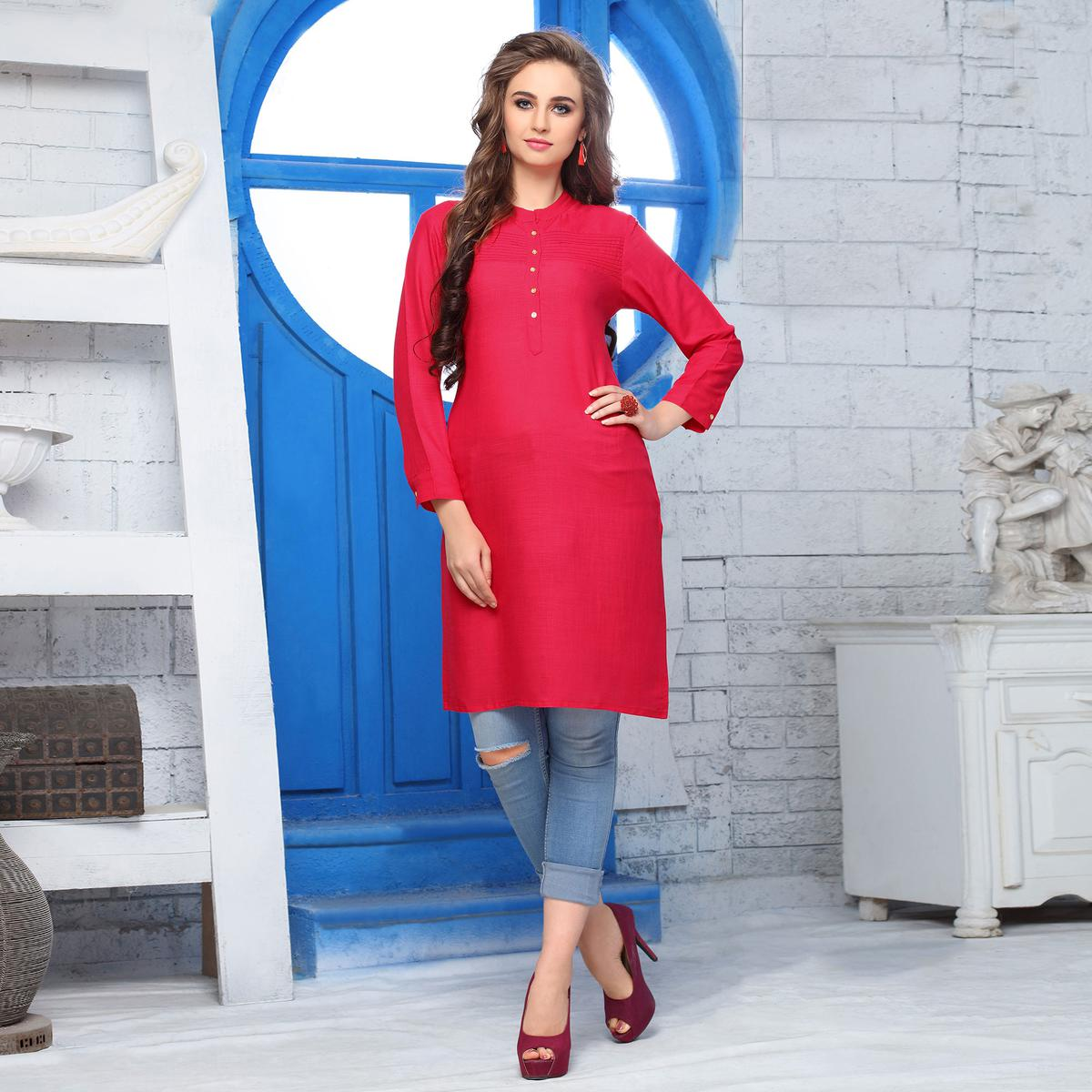 Flaunt Red Colored Casual Wear Cotton Kurti