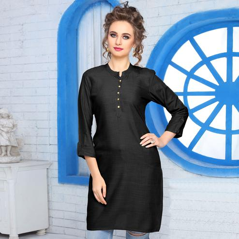 Adorning Black Colored Casual Wear Cotton Kurti