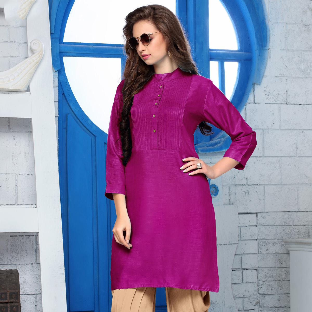 Exceptional Magenta Colored Casual Wear Cotton Kurti