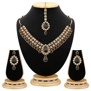 Antique Black Stone And Kundan Gold Finishing Necklace Set with Maang Tikaa