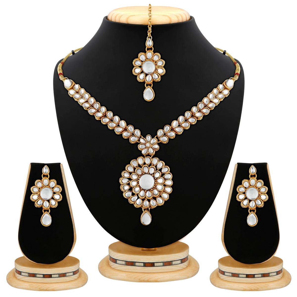Gold Finishing Attractive Design White Kundan And Stone Necklace Set with Maang Tikaa
