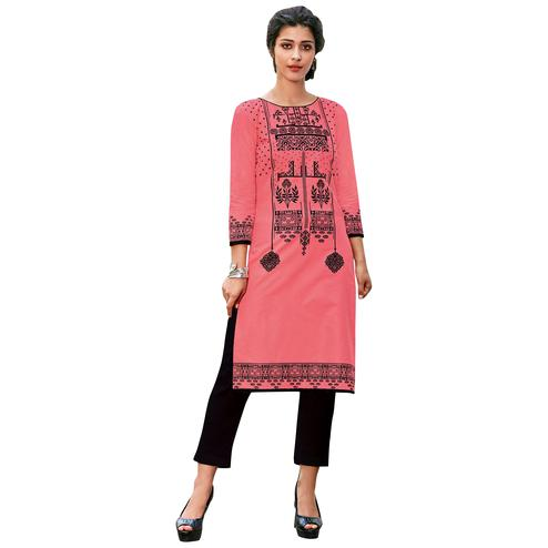 Lavishing Pink Colored Casual Printed Jetpur Cotton Kurti