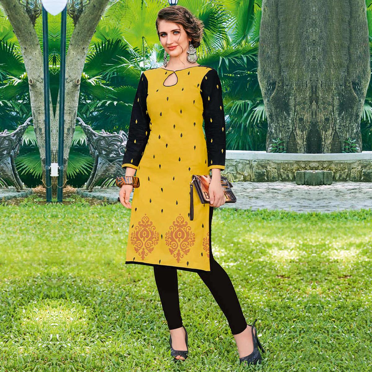 Gleaming Yellow Colored Casual Printed Jetpur Cotton Kurti