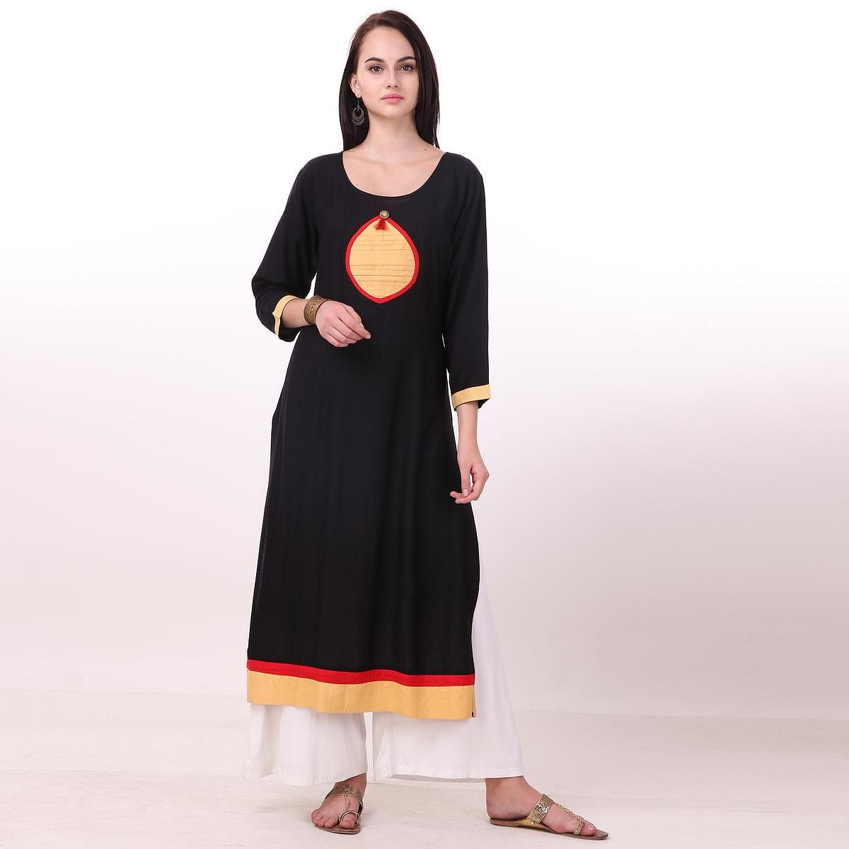 Attractive Black Colored Casual Wear Rayon Kurti