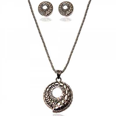 Pretty Black Chain Pendant Set