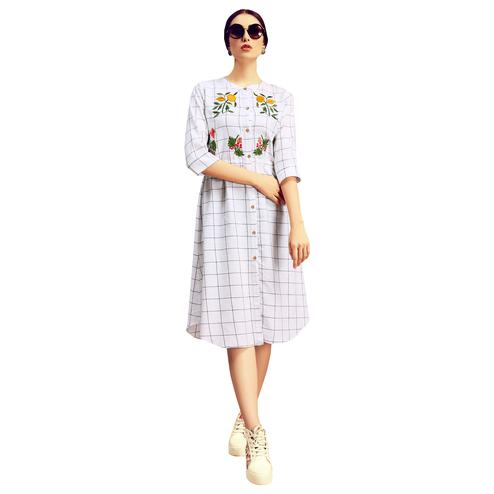 Stylish White Colored Partywear Printed Cotton Kurti
