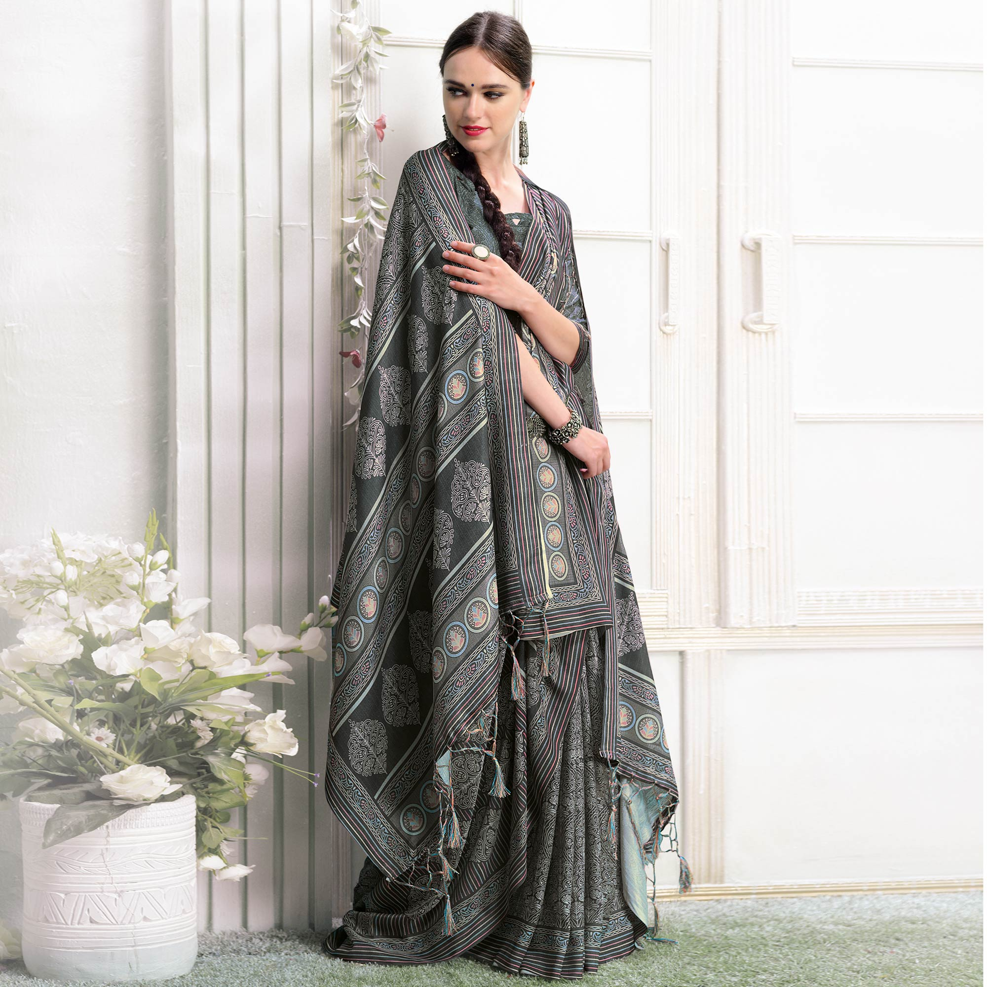 Imposing Black Colored Casual Printed Pashmina Silk Saree With Stole
