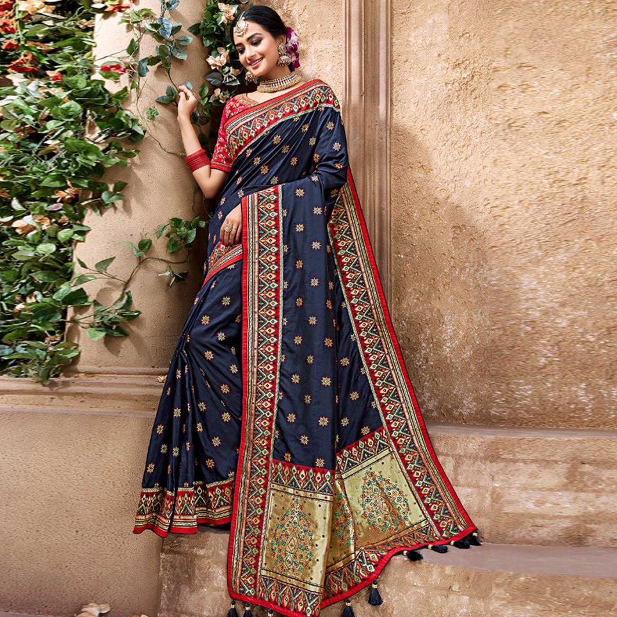 Magnetic Navy Blue Colored Partywear Woven Pure Banarasi Silk Saree