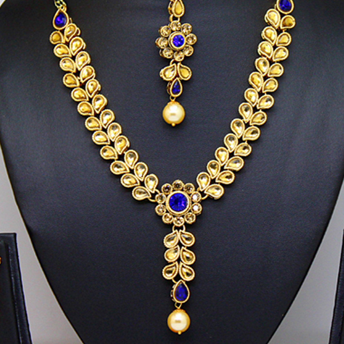 Blue Colored Stone And Pearl Necklace Set