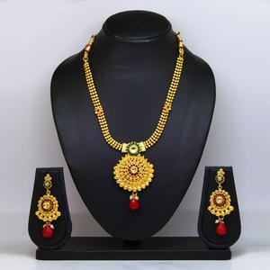 Gold Colored Pearl & Gold Finish Necklace Set
