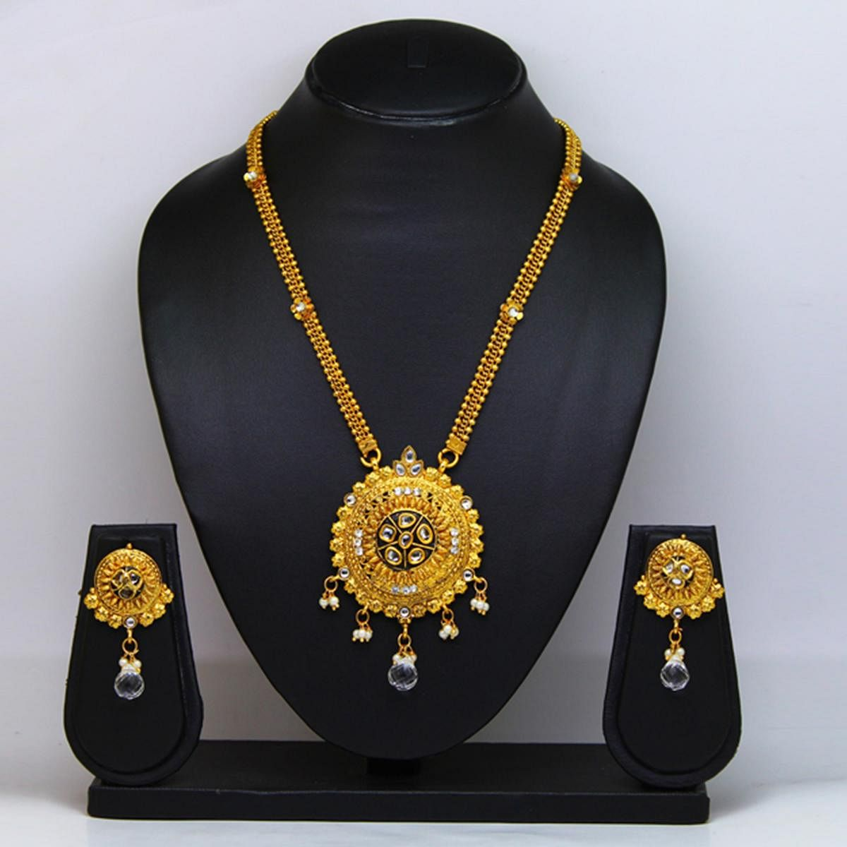 White & Gold Colored Pearl & Gold Finish Necklace Set