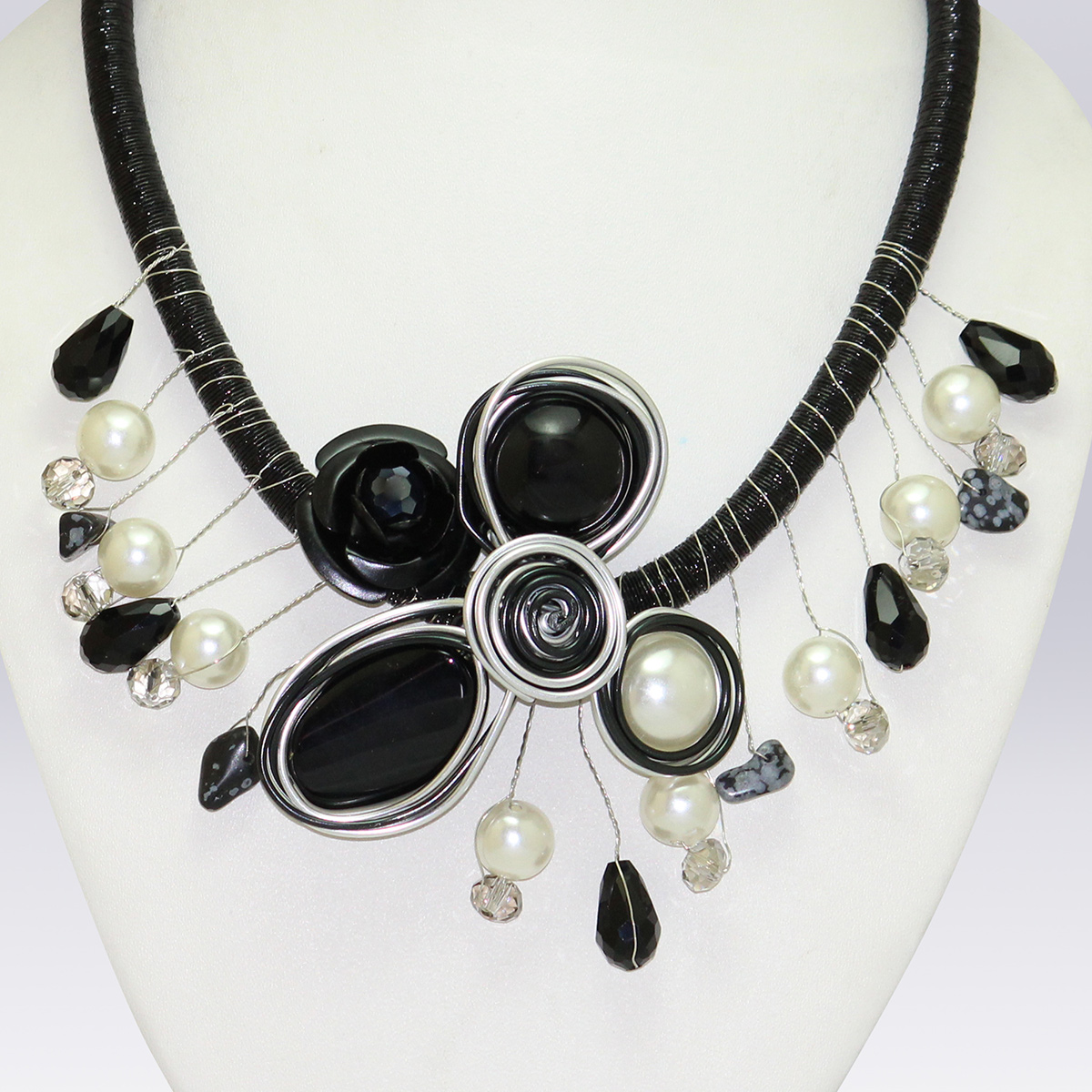 White And Black Colored Pearl And Beeds Western Necklace