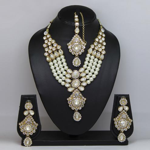 White Colored Stone And Pearl Necklace Set