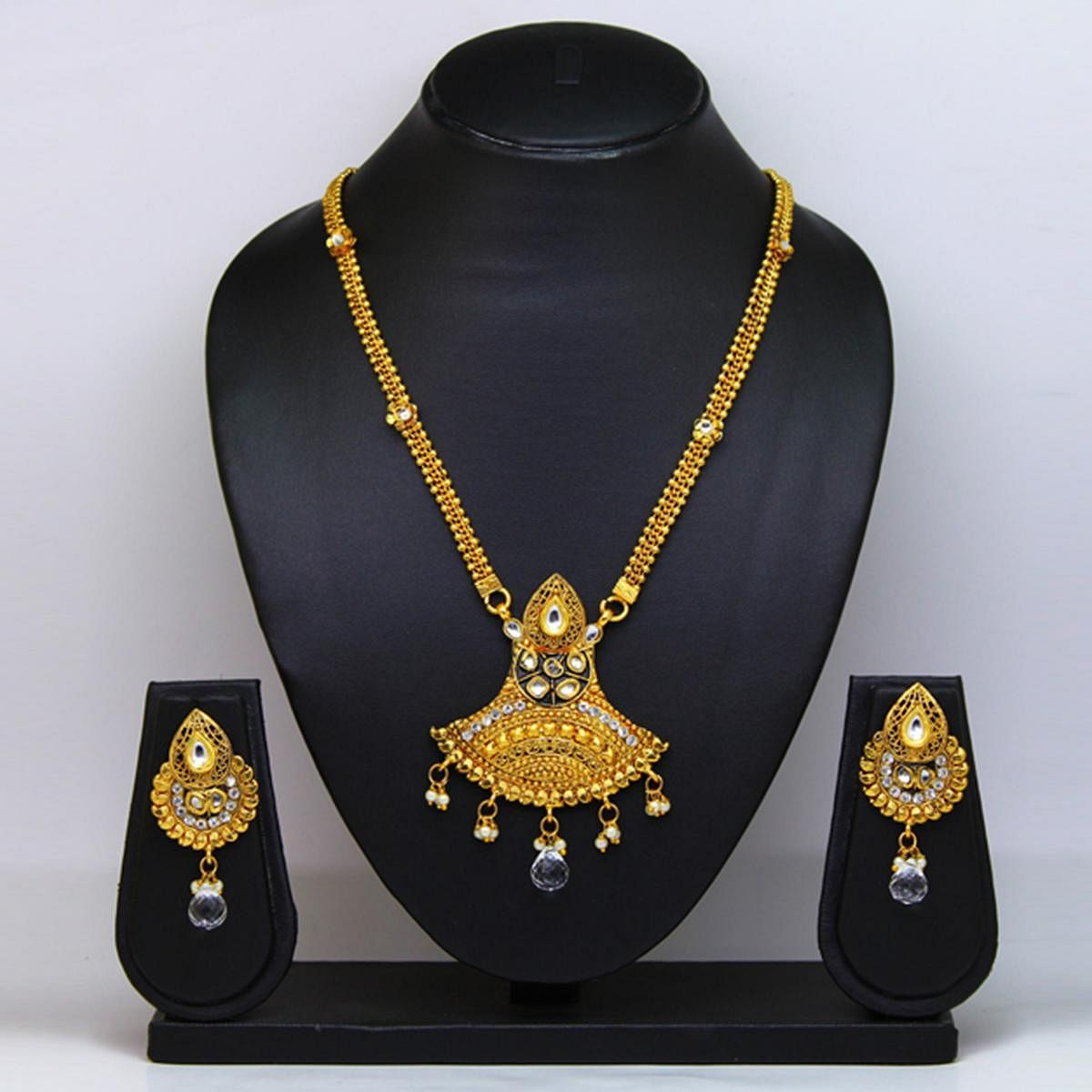 Gold Colored Pearl And Gold Finishing Necklace Set