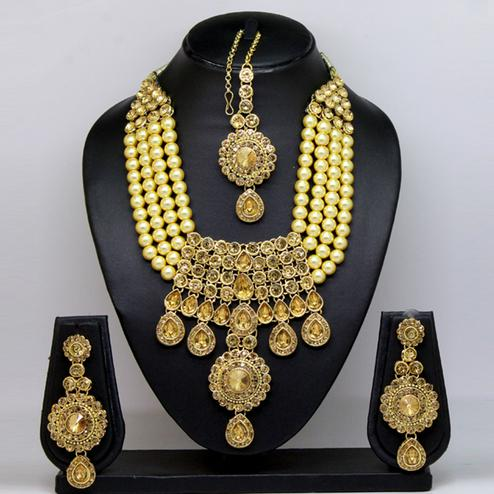 Gold Colored Stone And Pearl Necklace Set