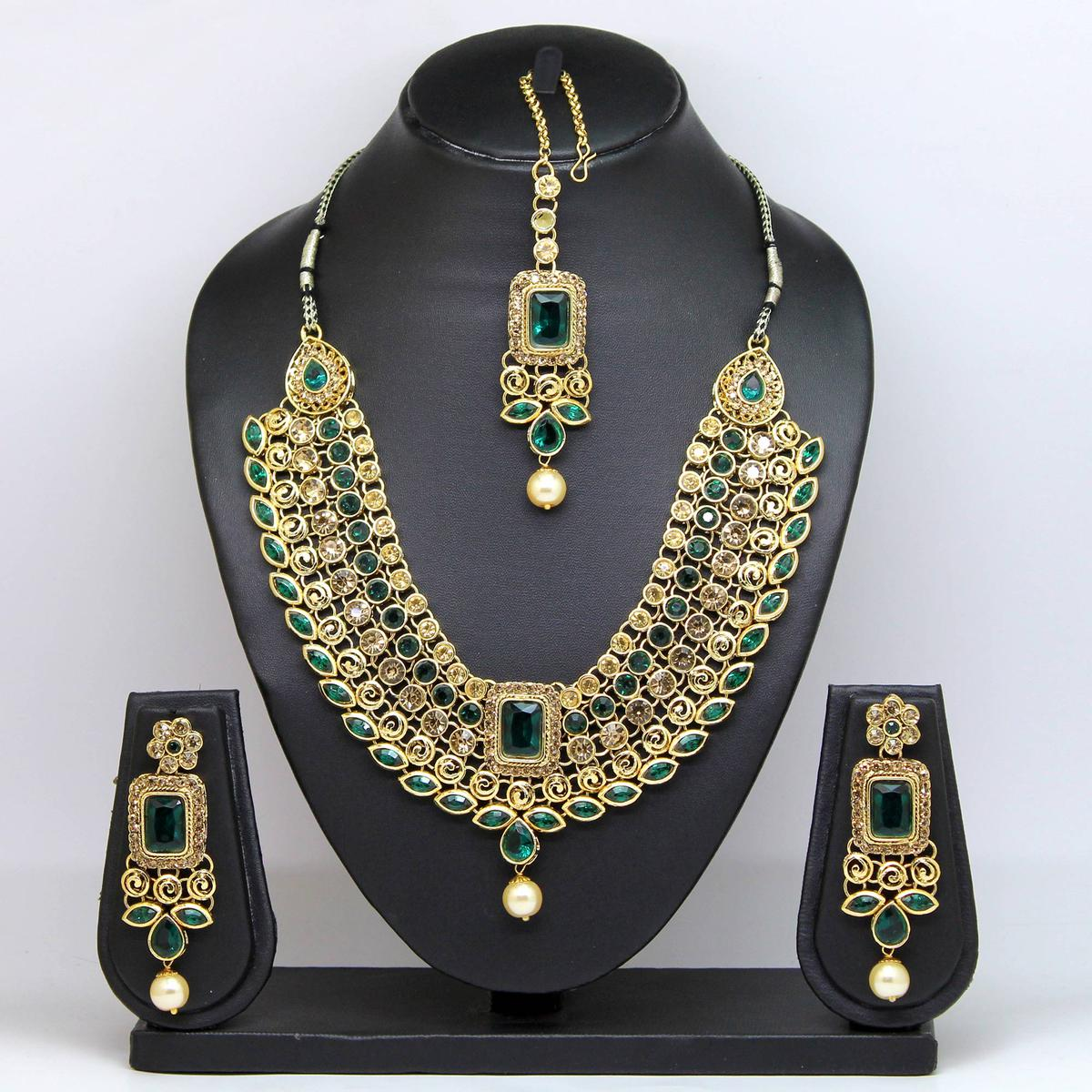 Dark Green Colored Stone And Pearl Necklace Set