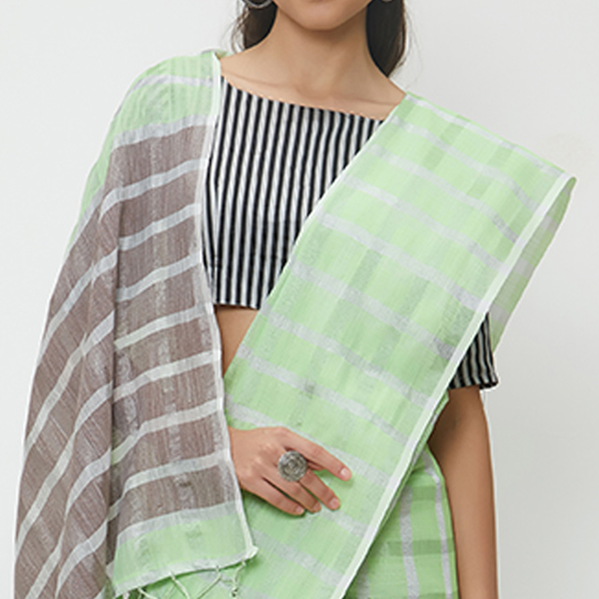 Elegant Green Colored Casual Wear Linen Saree With 2 Blouse Pieces