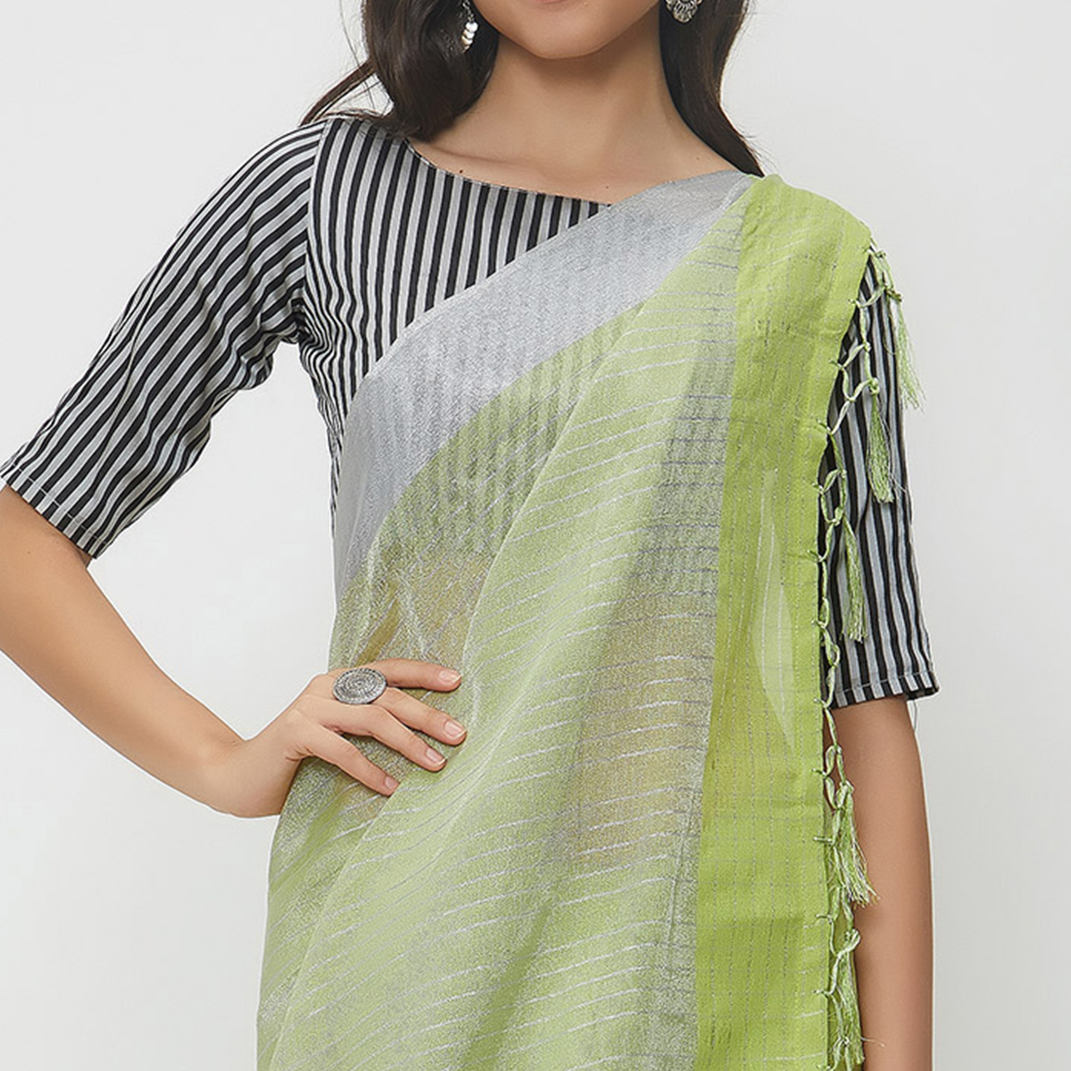 Impressive Green Colored Casual Wear Linen Saree With 2 Blouse Pieces