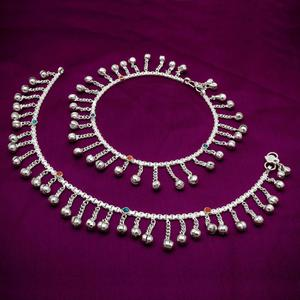 Pretty Silver Colored Mix Metal Anklet Set