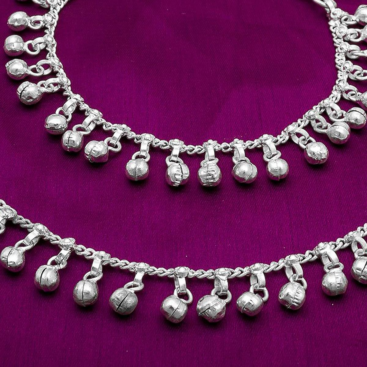 Ideal Silver Colored Mix Metal Anklet Set