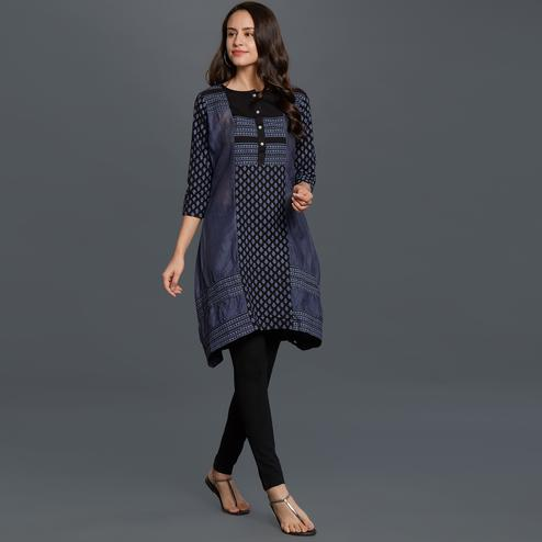 Ravishing Navy Blue Colored Casual Printed Cotton Kurti