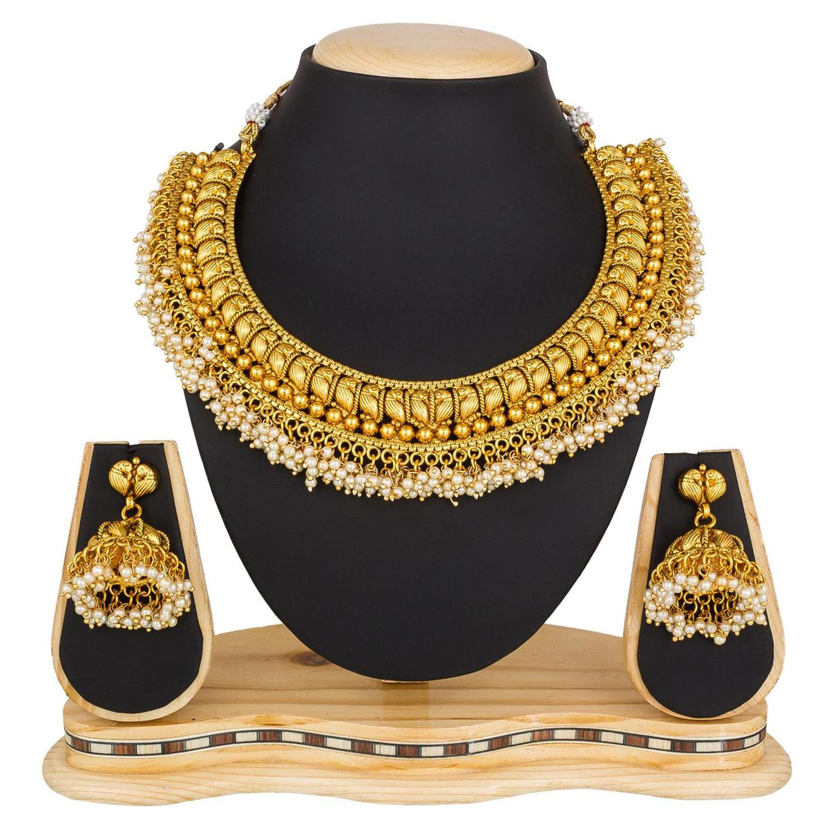 Mesmeric Golden Colored Moti & Stone Work Mix Metal Necklace Set