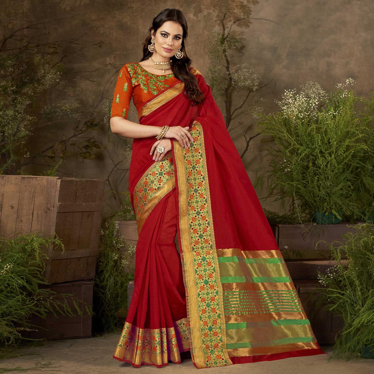 Appealing Red Colored Festive Wear Woven Cotton Silk Saree