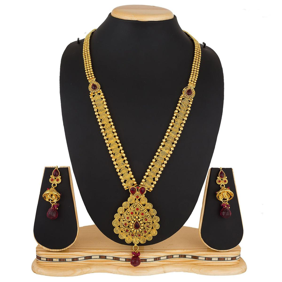 Graceful Golden Colored Stone Work Mix Metal Necklace Set