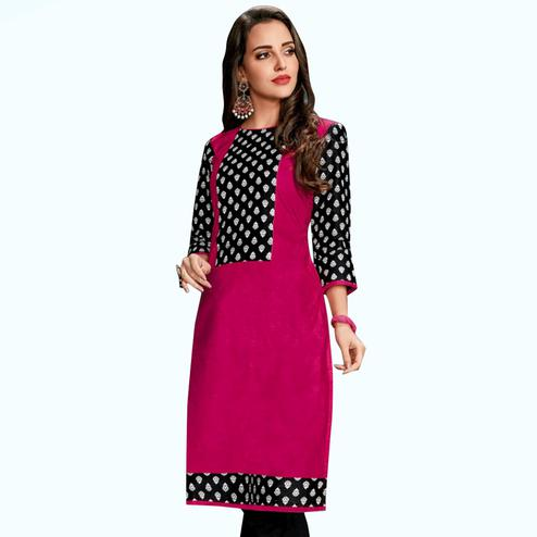 Unique Pink Colored Casual Wear Printed Jetpur Cotton Kurti