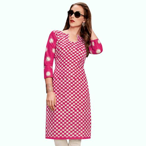 Elegant Pink Colored Casual Wear Printed Jetpur Cotton Kurti