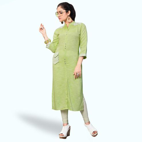 Staring Pastel Green Colored Casual Wear Printed Khadi-Rayon Kurti