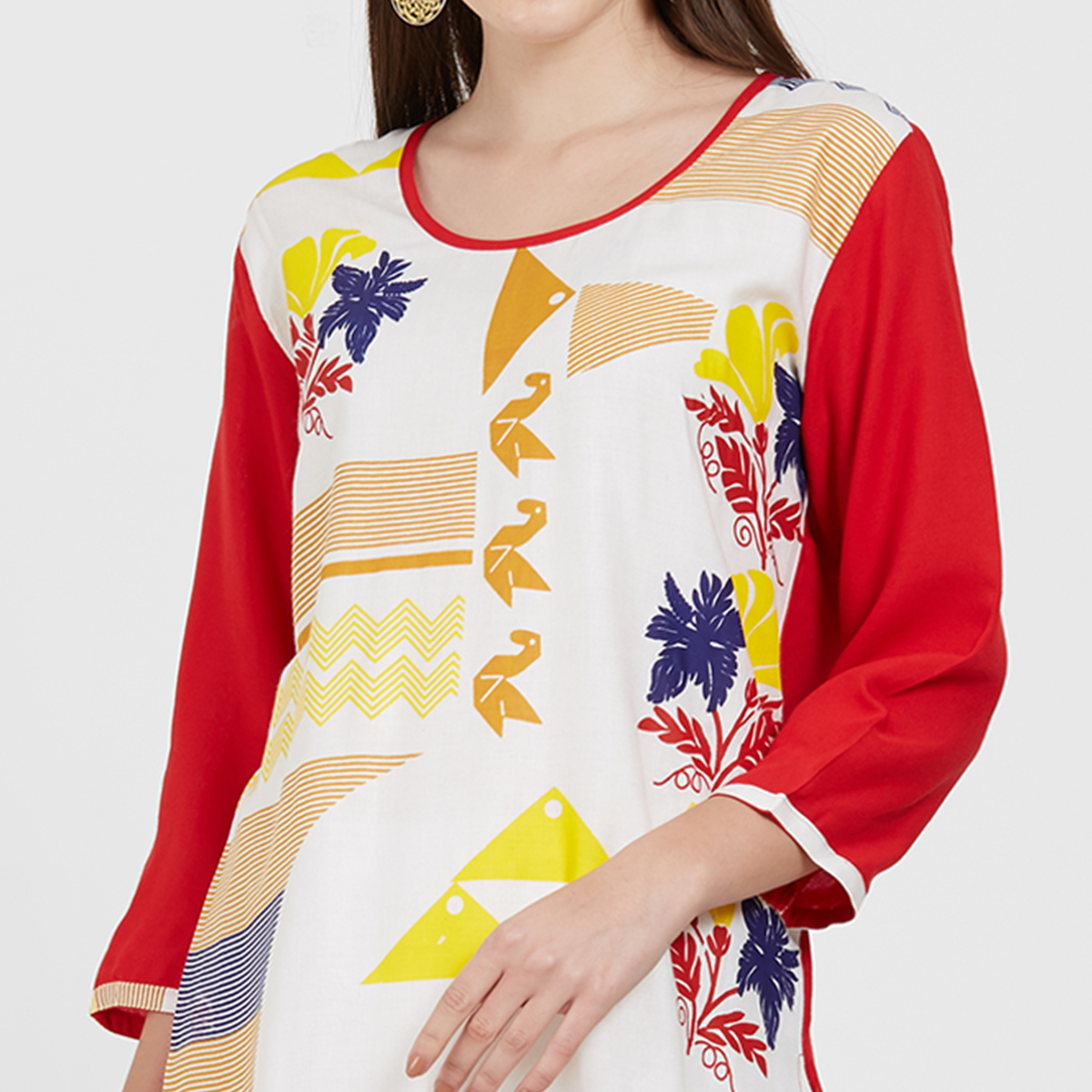 Hypnotic Off White - Red Colored Casual Wear Printed Rayon Kurti