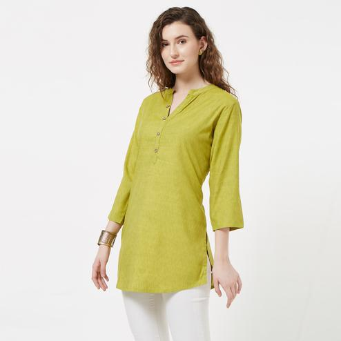Prominent Green Colored Casual Wear Cotton Short Kurti